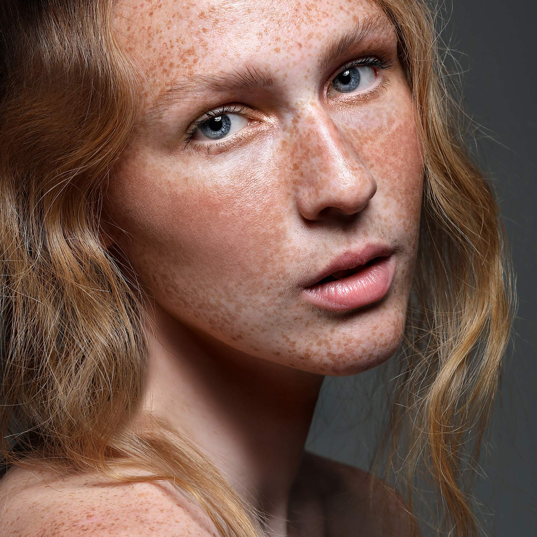 beauty-makeup-photographer-fashion-photogarphers-london-toronto-ontario-paula-tizzard-florencia-taylor-freckles-clean-beauty-2