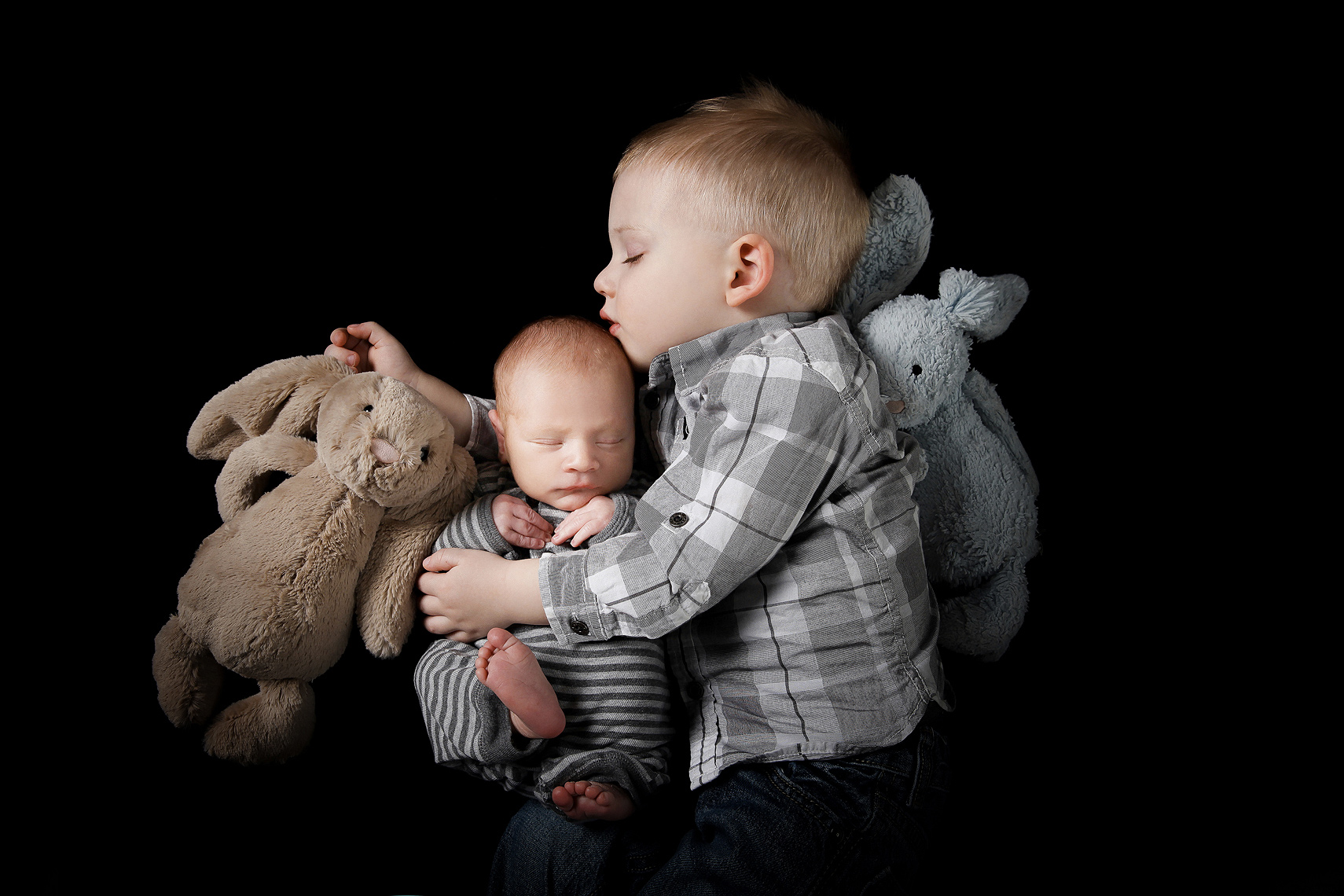 brothers-newborn-baby-child-family-photographers-london-toronto-ontario