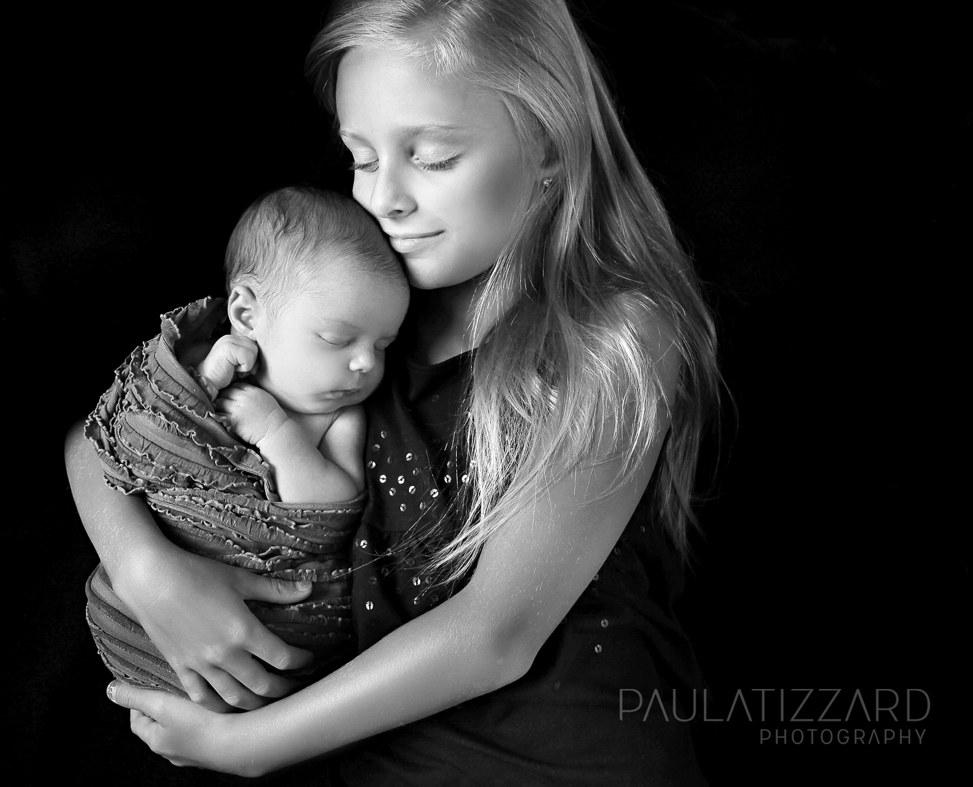 newborn-baby-sisters-bw-photographers-london-ontario